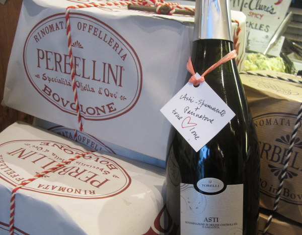Asti Spumante and Panettone